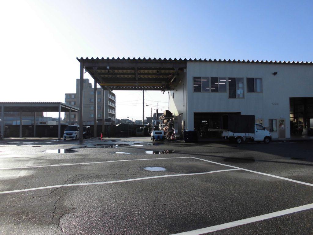 ホイストクレーン付き車庫